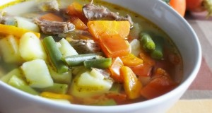 Суп из говядины с чили и фасолью