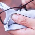 Как и чем нужно протирать очки?