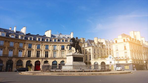 Place-de-la-Victoires-1